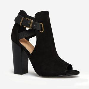 NWOT Shoe Dazzle Rika Heeled Peep Toe Sandal